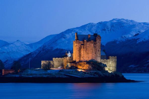 03-immagini-di-natale- castello di eilean donan sul lago duich scozia.jpg