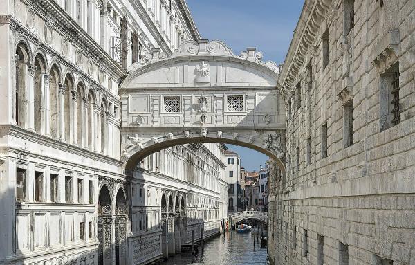 1-Antonio_Contin_-_Ponte_dei_sospiri_(Venice).jpg