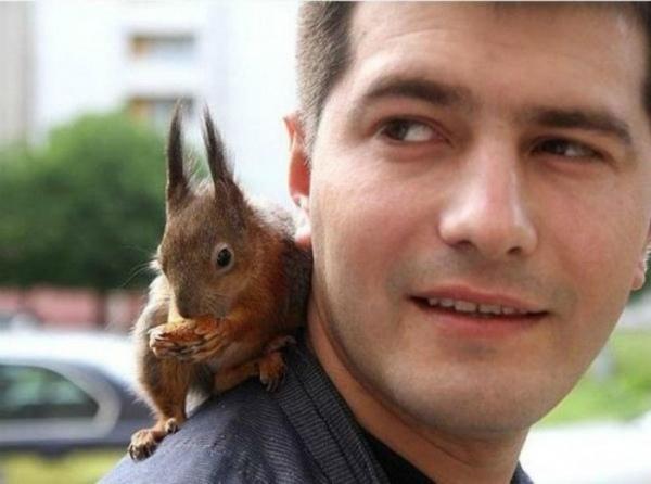 1-soldato-tassista-e-scoiattolo-minsk.jpg