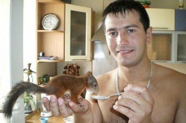 10-scoiattolo-minks-salvato-dal-soldato.jpg
