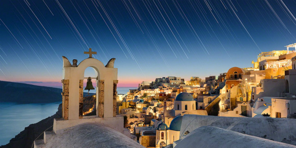 11-Elia-Locardi-Travel-Photography-Moments-In-Time-Oia-Santorini-1440-WM-DM-60q-1280x640.jpg
