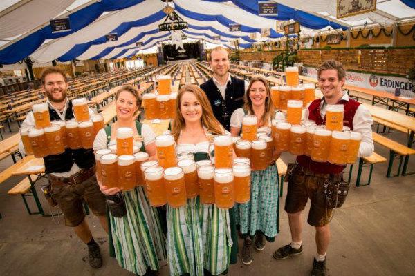 16-Erdinger-Oktoberfest-waitresses-2-640x427.jpg