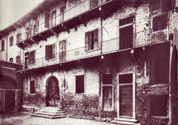2-La_casa_di_Giulietta_come_appariva_alla_fine_dell'ottocento.jpg