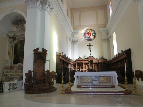 32-altare.jpg brindisi.jpg